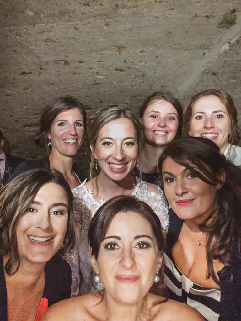Photos groupe fun avec la mariée